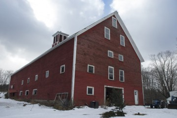 2863 East Hill Road, Holt